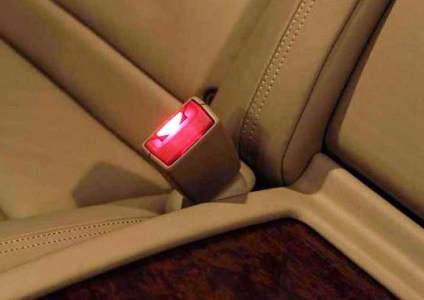 Изобрели в Мерседесе умные ремни безопасности с подсветкой